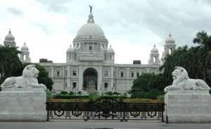 victoria-memorial-outside-view400